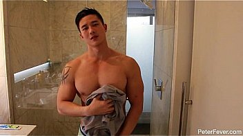 Muscle solo boy wanks in the shower