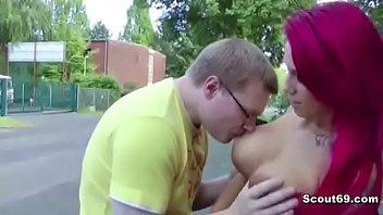 Rothaariger Teen Lexy mit riesen Titten wird Outdoor gefickt