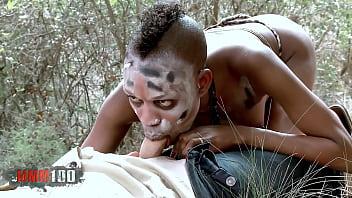 Negrita de Africa se folla a Kevin white en el bosque