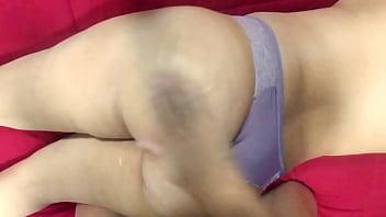 Corno esperando outro macho pra massagear e comer gostoso sua esposa Thumbnail