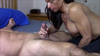 Muscular girl sucking small dick