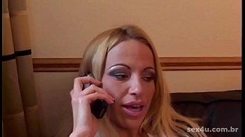 Pedido pelo celular: Eu quero uns produtos eróticos e uma garota para usar comigo. Isso é SEX4U sexshop