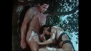 Giovani incredibili amplessi (full porn movie)