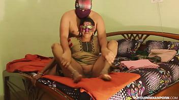 Watch Bhabhi Ki Desi Indian Chudai Fucking Her Anal Opening From Sari preview