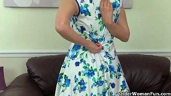 British gilf Sapphire Louise enjoys a deep finger penetration