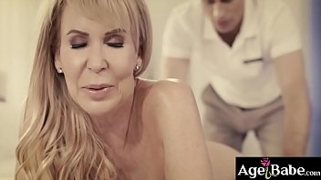 Hot masseur bangs a GILFs cock hungry pussy