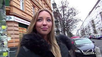Deutsche Mega Ass Schlampe im Sexshop gefickt