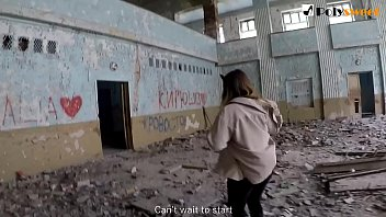 Русская студентка публично сосет и трахается в заброшенной школе (английские субтитры)