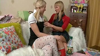 Russe Lesbienne adolescente S?urs Strapon...