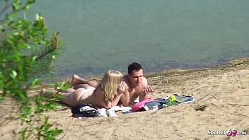 18 Jahre junges deutsche Pärchen hat Sex am See und wird einfach versteckt gefilmt