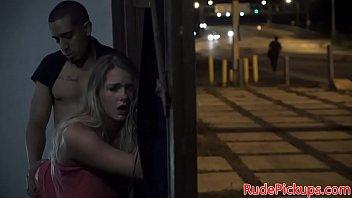 Ficken im Parkhaus - deutsche blonde dünne teen macht Sextreffen über EroCom Date ohne gummi auf der