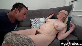 Rob makes granny Violett's cunt wet