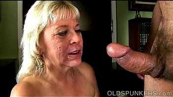 amateur old lady sucking cock