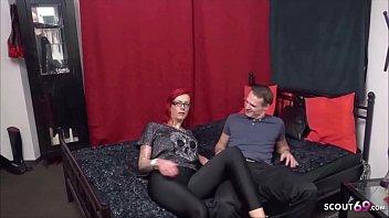 Geile Mutti Anica Red mit grossen Silikontitten beim erstern Porno Dreh in Berlin