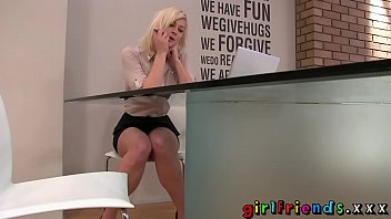 Girlfriends Blonde stunner stops_work for_some solo girl fun Thumbnail