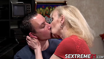Mature lady fucked by stud before facial