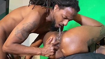 Ebony Thot Drinks Cum to Get Her Nails Done!