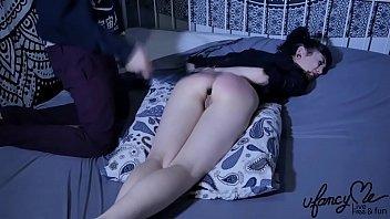 Anna Furiosa aime la fessée déculottée et nous le prouve