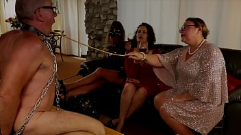 Mistress April's slave used in latex