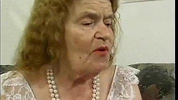 Oma pichunter old granny