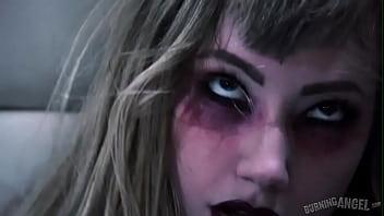 Goth adolescente va nueces y...