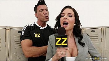 Busty sports journaliste Veronica Avluv...