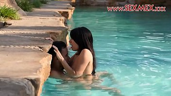 Sex in swiming pool
