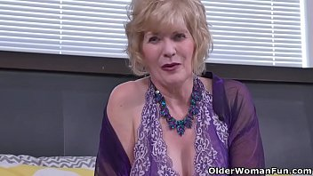 Penny's old pussy is begging for attention so her fingers are working overtime. Bonus video: USA granny Sindee Dix.