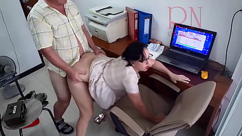 SEXRETARY. The boss is fucking the secretary woman Stupid secretary can only fuck but not work Spy camera