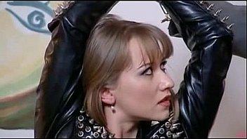 naughty brunette in Oberschenkel hohe...