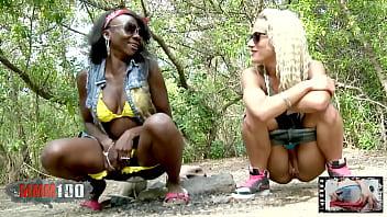 Naomi Lionness y Nicky Wayne mean justas en un bosque