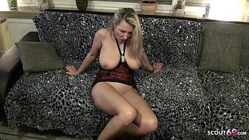 Mega geile MILF trifft sich Abends mit dem Nachbarn um einen versauten Amateur Porno zu drehen