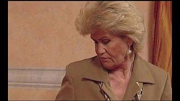 Granny Effie aime la baise...