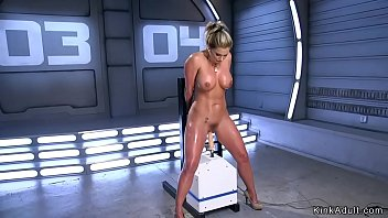 Big ass blonde hottie takes fucking machine in her wet pussy solo
