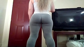Amazing ass in sweats - Camgirls4sure.com