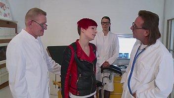 Dicker Schwanz anal eingeführt sie geht voll ab - hd deutsch