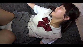健康的なピチピチ女子高生がエロすぎる生足を晒して自撮りプレイの校生系動画