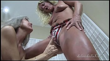 Milf Worships Girlfriends Clit PREVIEW