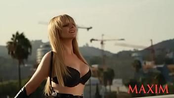 Melissa Rauch Maxim