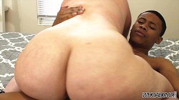 All girlmodels in shower nude kissing