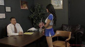 Bratty Cheerleader Makes The Principal Kiss Her Ass