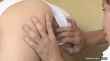 ロリ幼女がキツキツまんこに指をねじ込まれてアヘ顔の学生系動画