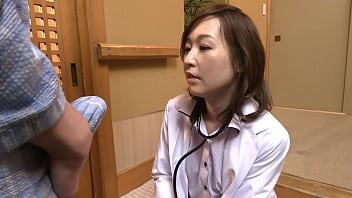 医療の道を究めたベテランドクター・瀬月秋華は医学的な知識はもちろん技術も超一流の名医としてその名を全国へ轟かせている。そんな彼女だがデカチンに目がないスケべ女だということはあまり知られていない。