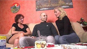 Mature femmes allemandes baisent en...