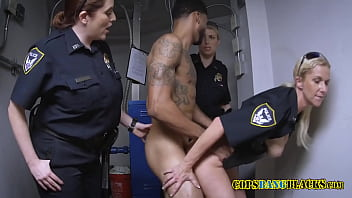 After he runs from the police this criminal gets caught for stealing cell phones