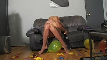 Sexy looner girlfriend fucks and pops balloons