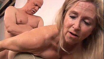 Granny forcé sexe anal grosses queues grosses éjaculations