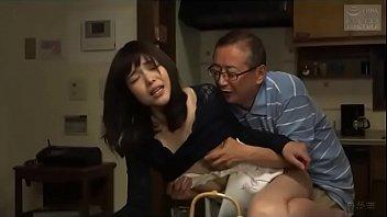 Mijn vrouw krijgt een orgasme met mijn vader (Zie meer: shortina.com/NC8ku)