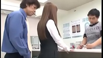 Chịch nhau trong cửa hàng điện thoại