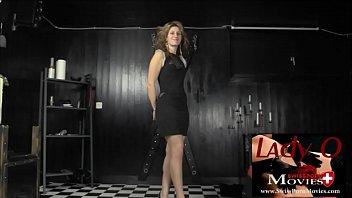 Lady O wird gefesselt, ausgepeitscht, maskiert und gelehrt, jederzeit und für jeden sexuell verfügbar zu sein.  Training of Lady O - Day 1 with student Fiona 19